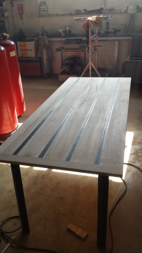 Tafel : Esdoorn : ingelegd blank stalen T-profielen | Henkst