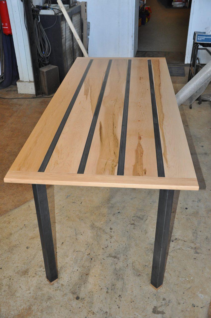 tafel-esdoorn-staal